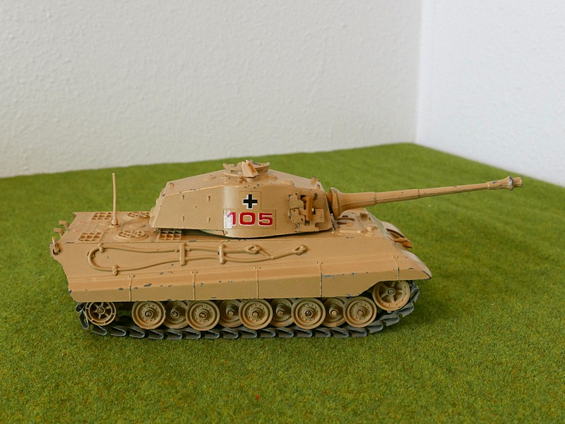 Polistil Tiger II right side view