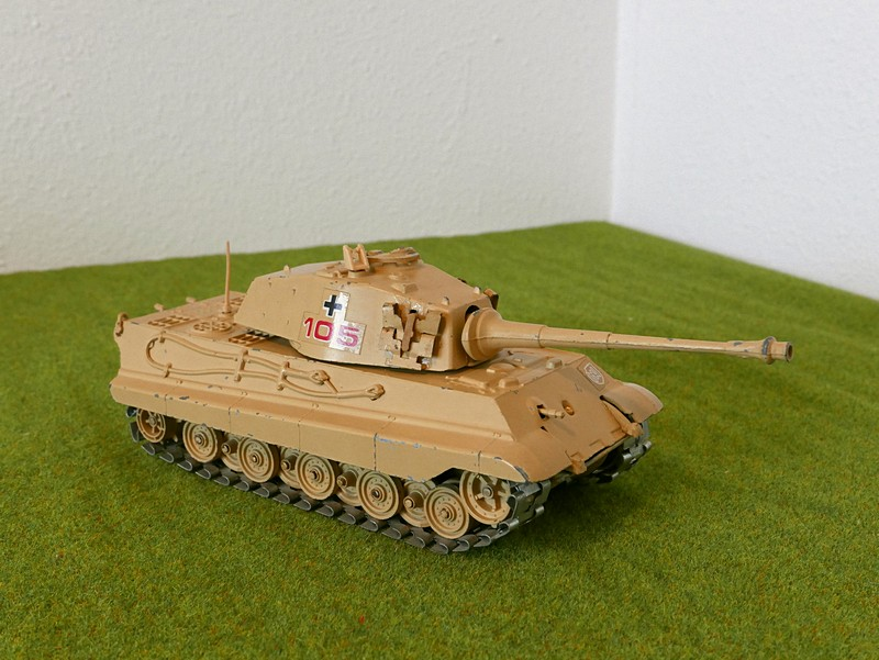 Polistil Tiger II right front view