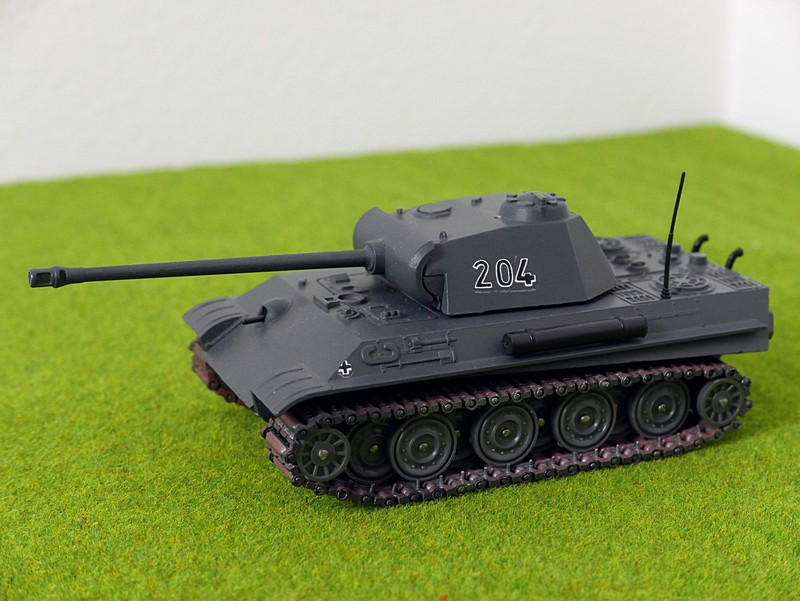 Solido Panther G tanks close-up left front view